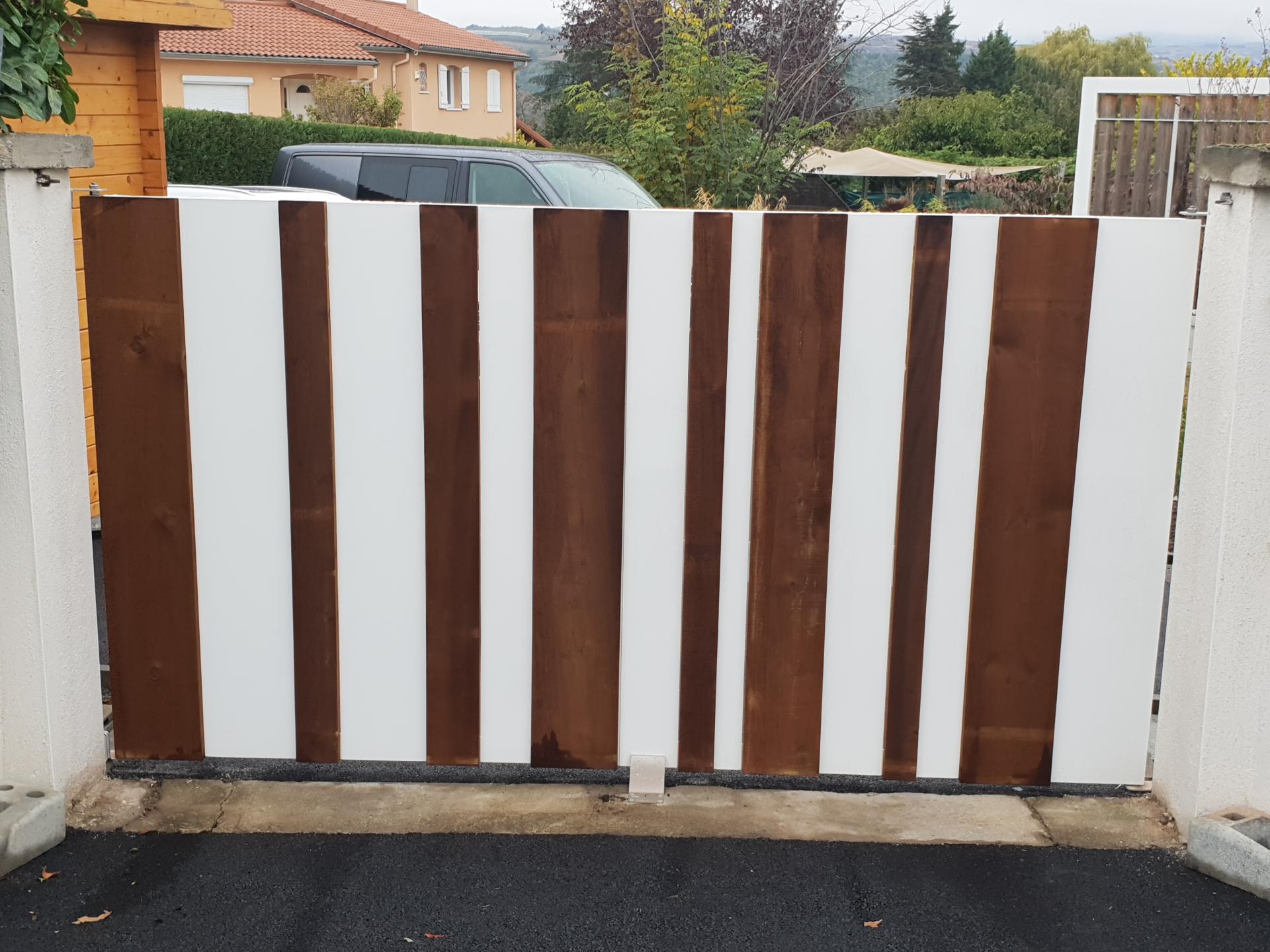 Portail battant aluminium bois